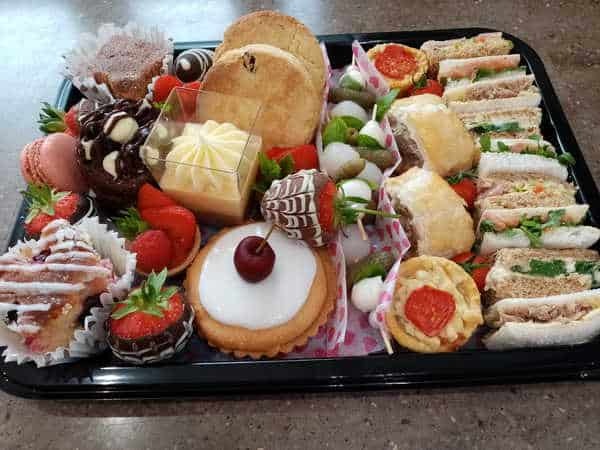 Sweet-Treats Cakes Catering